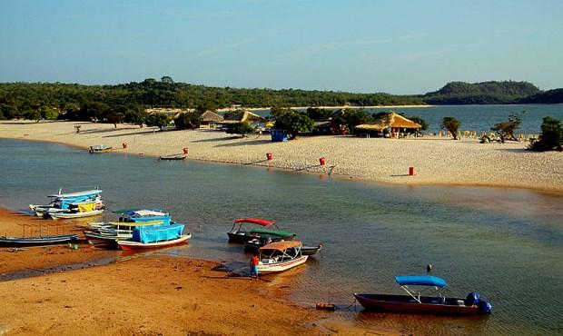A praia do Amor, um dos principais pontos turísticos da Amazônia