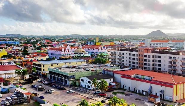 A capital de Aruba é limpa e organizada e seu povo receptivo e educado - foto: Bgabel