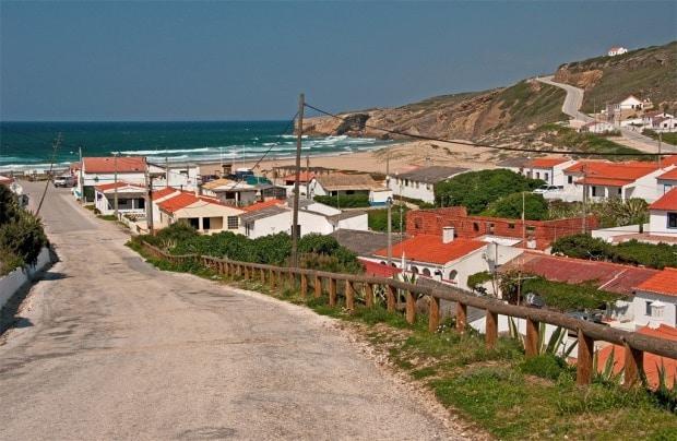 A vilinha de Odeceixe e a linda praia do lugar