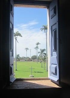 janela-entrada-igreja