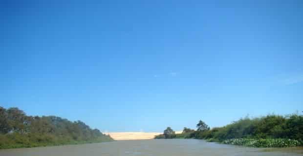 A paisagem no delta mistura praias de rio, mangues e dunas
