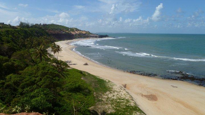 A praia do Amor, em Pipa-RN, que mistura falésias e Mata Atlântica