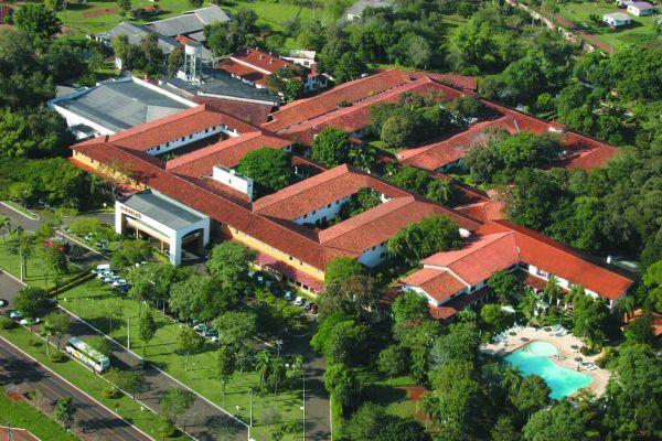 O Hotel Carimã, em Foz, é cercado pela natureza - foto: Reprodução