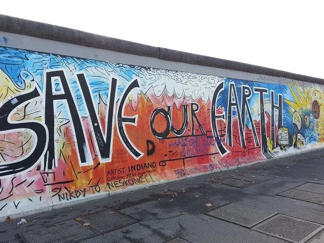 SaveOurEarth-Berlin-Wall