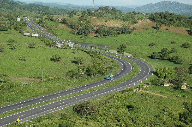A Br-230, mais conhecida como Transamazônica, se inicia na Paraíba e é uma boa estrada no trecho nordestino
