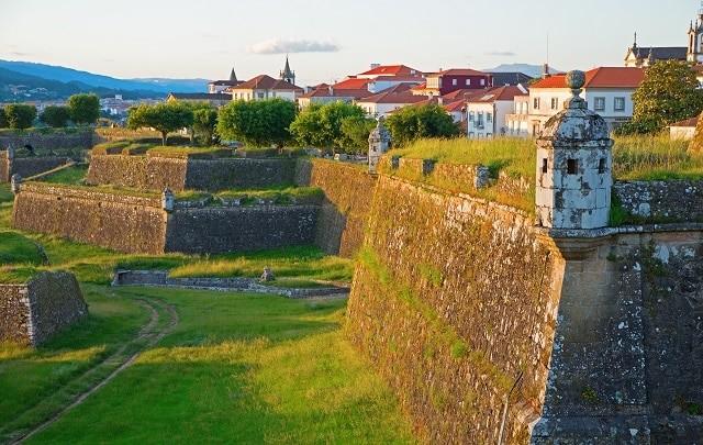 Valencia de Mindo é uma pequena vila medieval no Norte de Portugal. - Divulgação