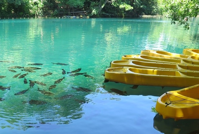 Local onde são feitos mergulhos e passeios de caiaque no Rio Quente.