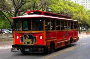 O Red é um ônibus gratuito que circula pelas principais ruas do centro.