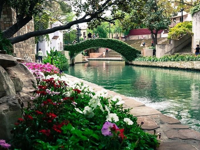 A Riverwalk, em San Antonio é repleta de restaurantes e lojinhas.
