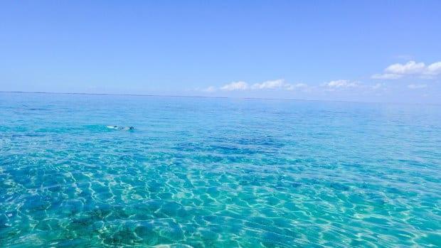 Cuba tem o mar-Caribe: tranquilo, de águas azuis e transparentes