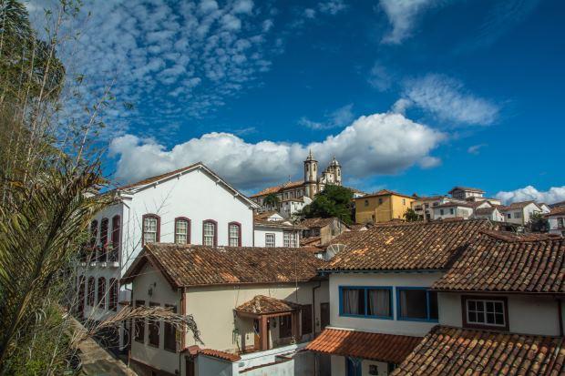 Perto de BH, pousadas em Ouro Preto entram no clima histórico da cidade turística e também oferecem ambientes românticos para casais