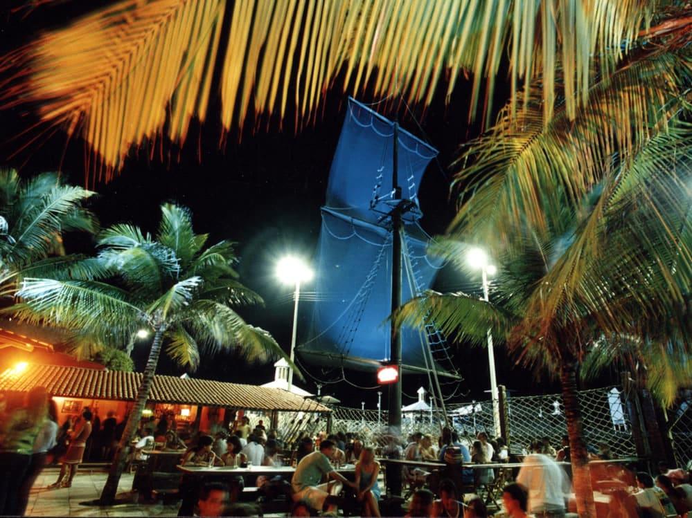 Um dos melhores lugares onde ir em Fortaleza à noite é o Pirata Bar