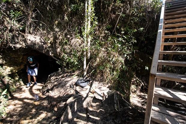 Gruta da cachoeira de Sobradinho em São Tomé-MG